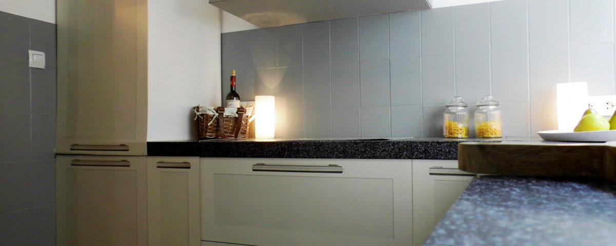 alte fliesen einfach lackieren und sie sehen fast wie neu aus. Black Bedroom Furniture Sets. Home Design Ideas