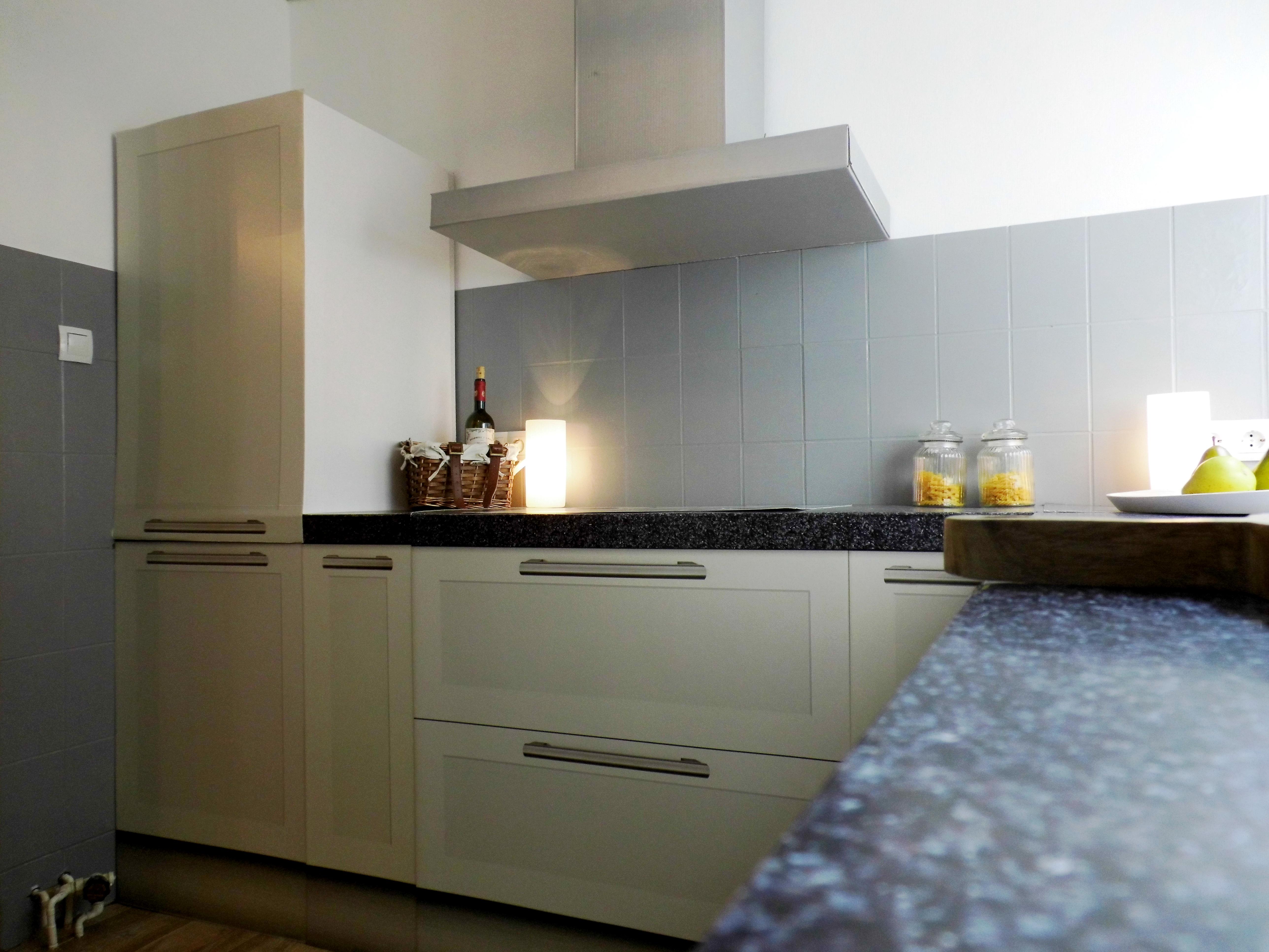 alte fliesen einfach lackieren und sie sehen fast wie neu. Black Bedroom Furniture Sets. Home Design Ideas