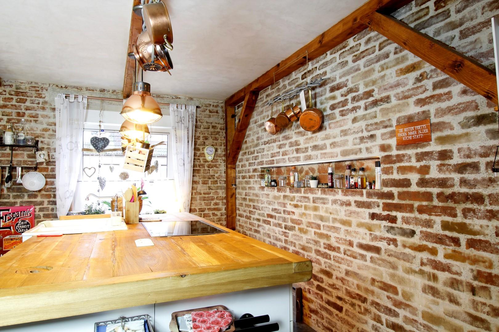 Bachsteinwand in der Küche