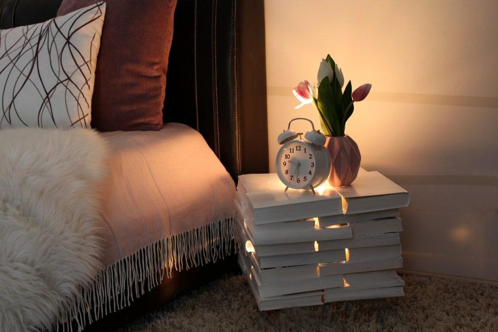 Beistelltisch-aus-Büchern