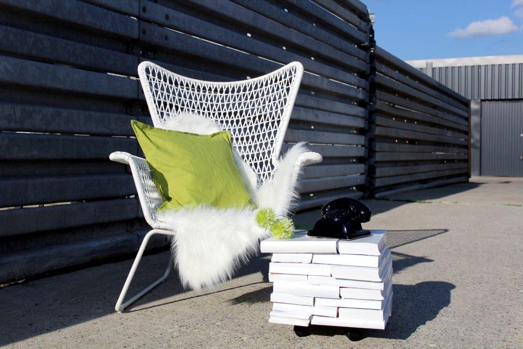 DIY-Beistelltisch-aus-Büchern