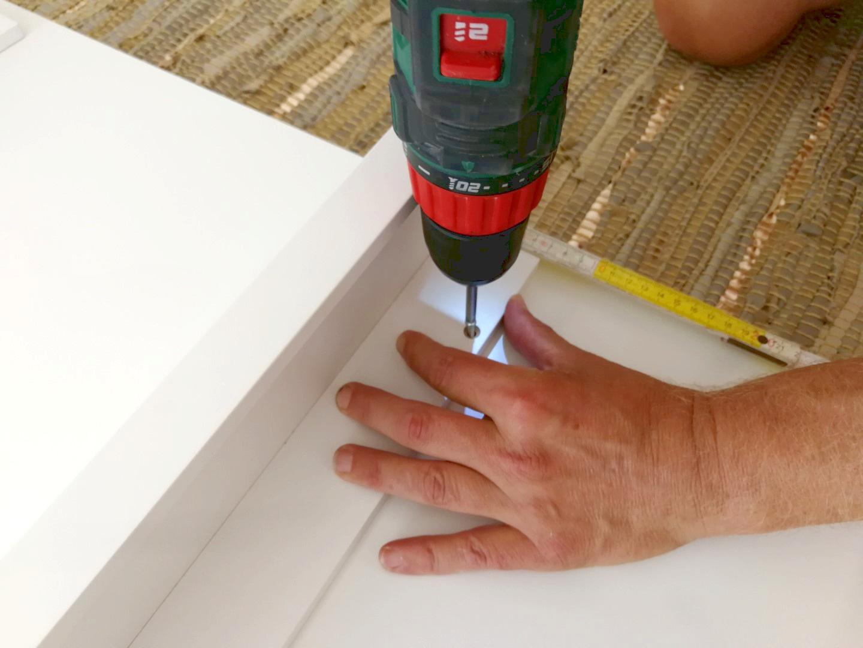 Anlehnregale-aus-Schreibtischplatten