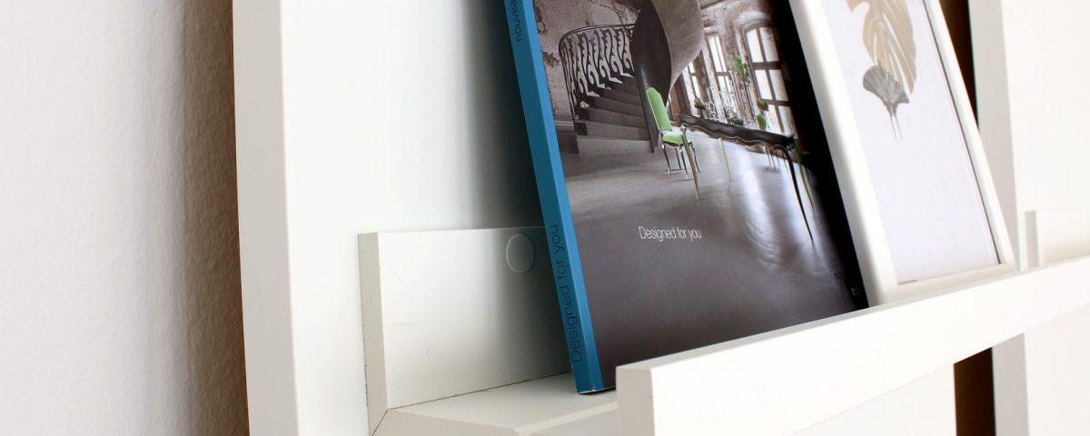 Anlehnregal-für-Bücher-Bilder-Deko